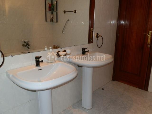 Casa rural tobarejos en el robledo ciudad real - Banos con dos lavabos ...