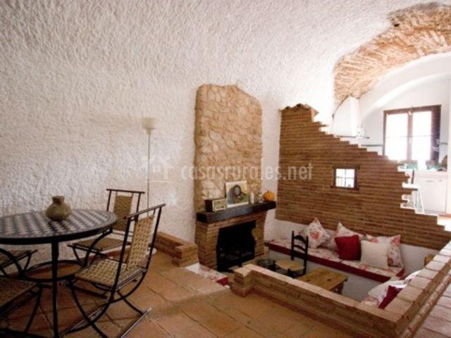 Cuevas almagruz en purullena granada for Comedor con chimenea