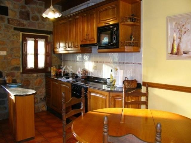 Cocina con horno y microondas
