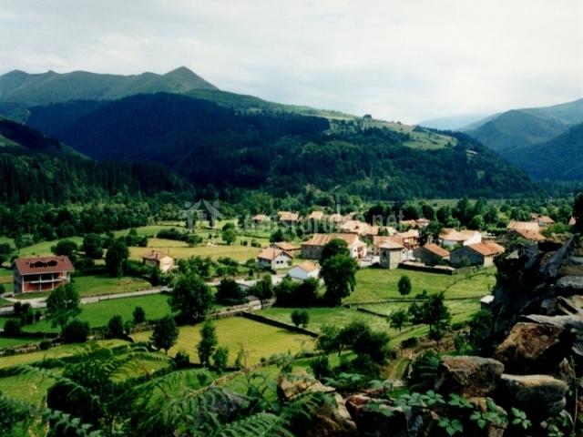 Vista aérea del pueblo de Renedo de Cabuerniga