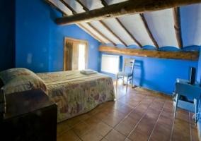 Habitación triple abuhardillada con otra cama individual