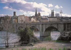Puente de piedra con vistas
