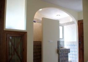 Cuarto de baño con arco