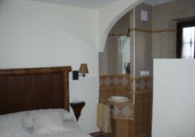 Dormitorio y cuarto de baño