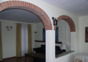 Entrada al segundo salón con arcos
