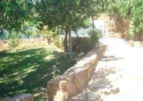Terraza de piedra con barbacoa