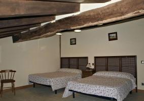 Habitación doble con vigas
