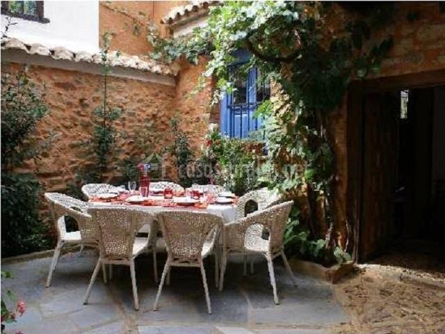 La casa de murias en murias de rechivaldo le n for Casas con patio interior