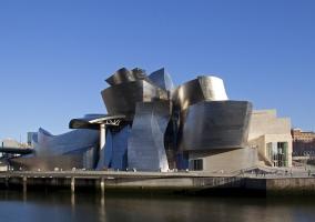 Cielo azul y Museo Guggenheim