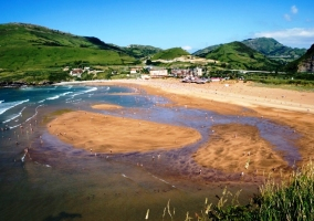 La playa cercana