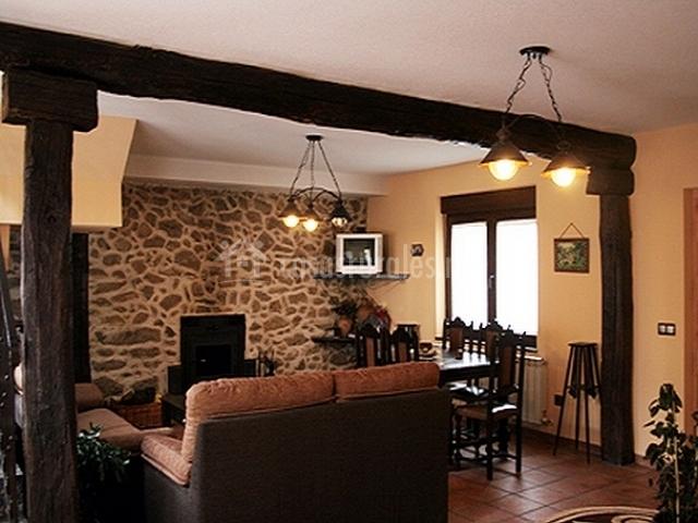 Casa los tejados en valdesangil salamanca - Pared piedra salon ...
