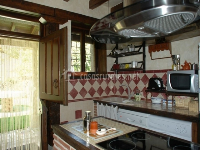 Casa riata en mombeltran vila - Cocinas con salida al patio ...