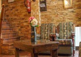 Mesa del salón y butacas