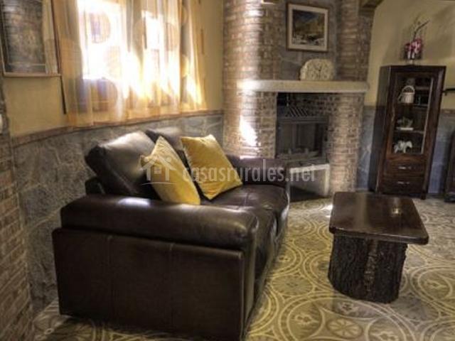 Sofá de cuero en el salón