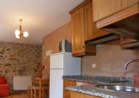 Bajo cocina abierta al resto de zonas comunes