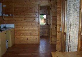 Salón y cocina de madera