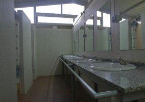 Lavabos de los baños comunes
