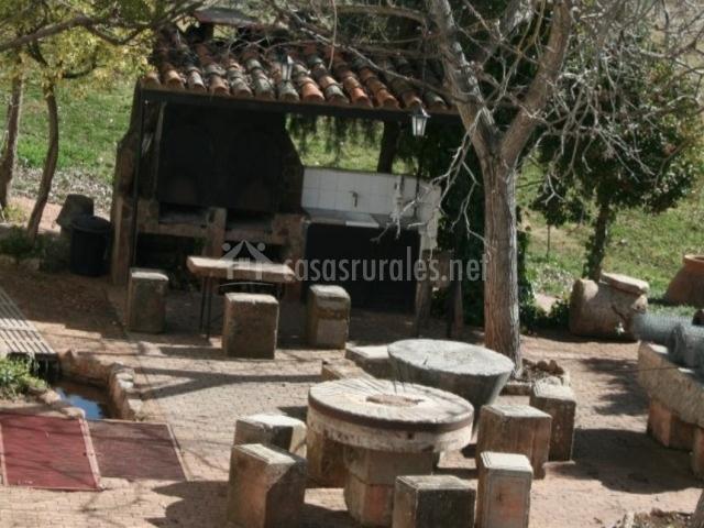 Casa de la toza en reolid albacete - Patios con barbacoa ...