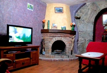 Casas rurales con chimenea en tornin for Casa rural con chimenea asturias