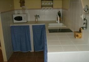 Cocina de azulejo blanco