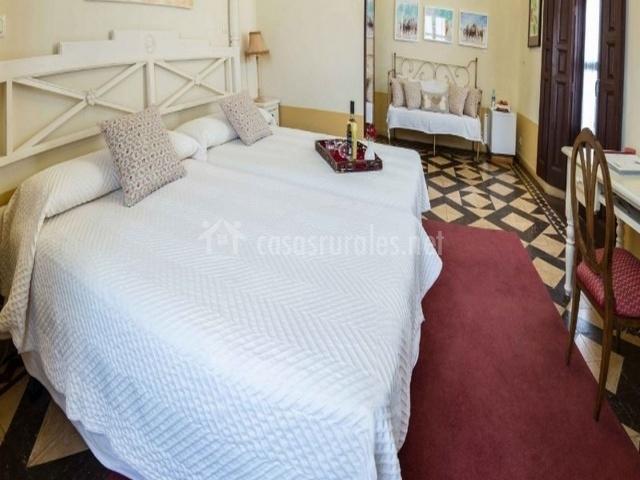 Vista general del dormitorio con camas individuales