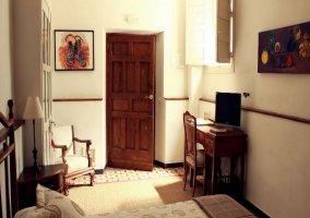 Dormitorio doble y entrada