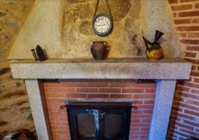 Comedor y su chimenea en piedra y ladrillo.jpg