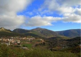 Zona centro del pueblo y vista natural alrededor