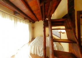 Dormitorio con altillo y terraza