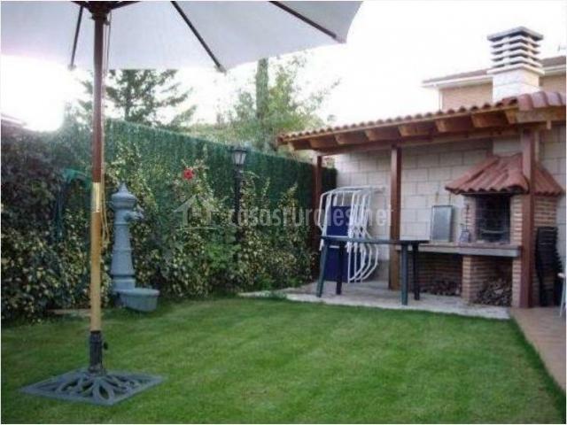 Fuenteazul i en hortiguela burgos - Jardin con barbacoa ...