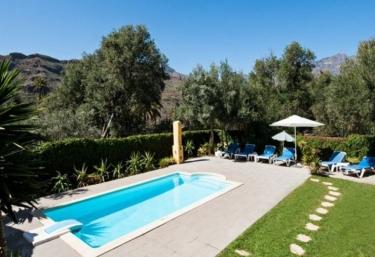 Casas rurales con piscina en gran canaria for Piscina valsequillo