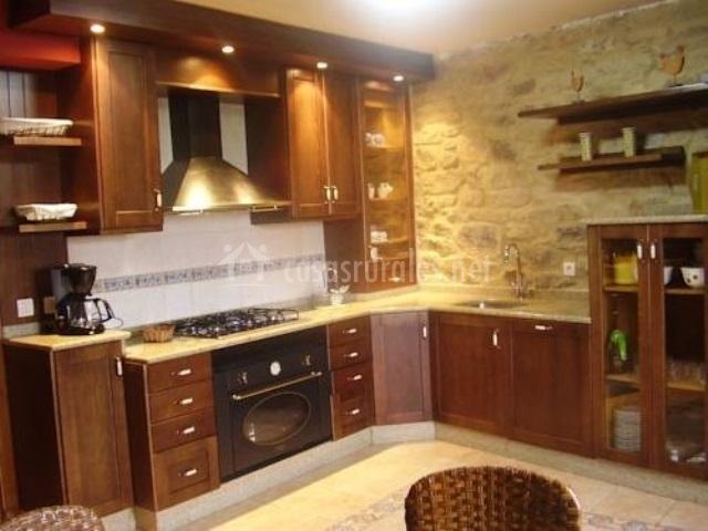 Casa grande casa de brea en a estrada pontevedra for Cocinas con pared de piedra