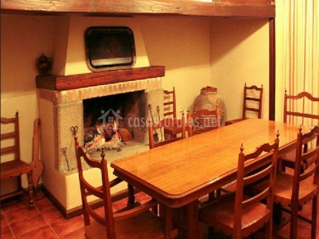 Casa rural tordelalosa en san pedro de rozados salamanca - Chimeneas en salamanca ...