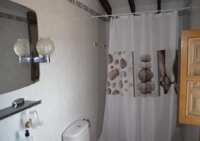 Baño con cortina