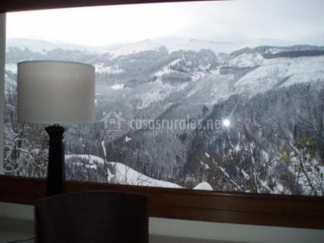 Vista de la montaña desde la ventana del dormitorio