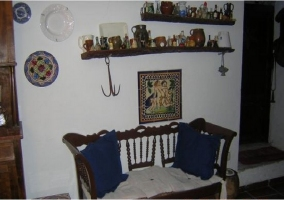 Salón-comedor con mesa de comedor