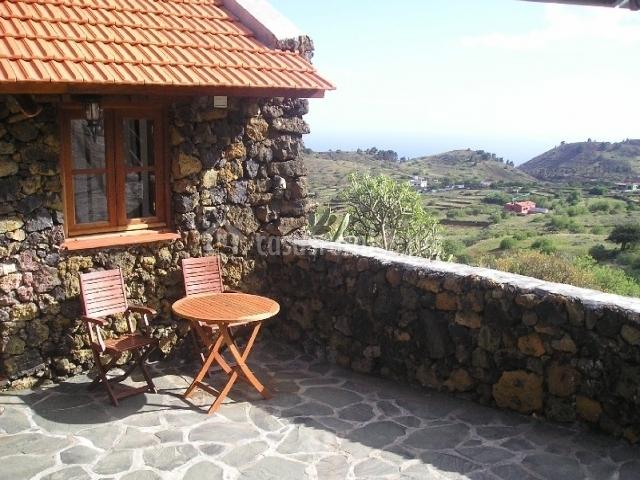 Terraza y vistas hacia el sur