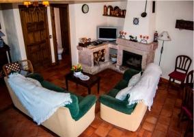 Salón de la casa con varios sillones