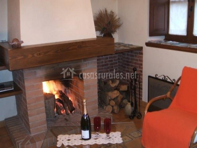 Adela el tuxu en perlleces asturias for Casa rural con chimenea asturias