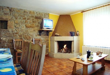 Casas rurales con chimenea en villarcazo for Casa rural con chimenea asturias