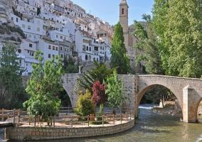 Puentre sobre el río en Alcalá del Júcar