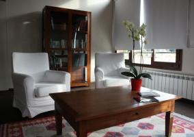 Sala de estar en blanco y madera