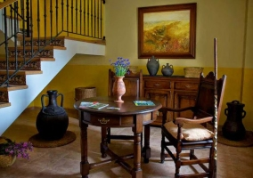 Acceso con recibidor y escaleras