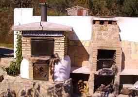 Barbacoa y horno en el patio
