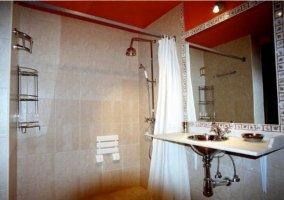 Cuarto de baño adaptado
