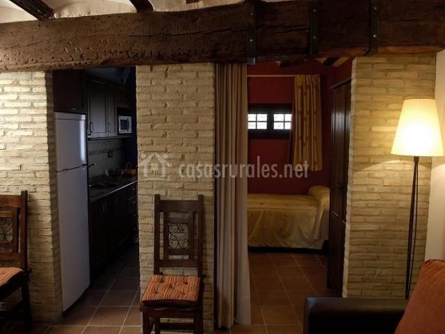 Hall de entrada, cocina y dormitorio