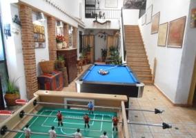 Futbolín y mesa de billar