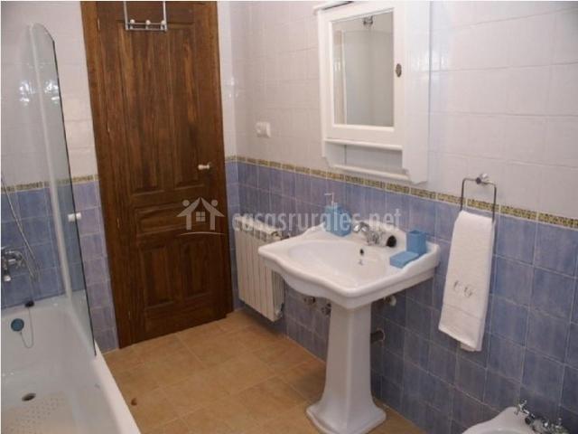 Baño  completo en el alojamiento rural con banera