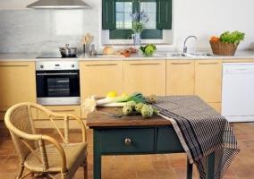 Cocina con mesa