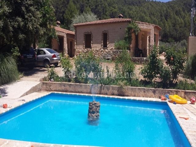 Casas rurales amable en yeste albacete for Complejo rural con piscina